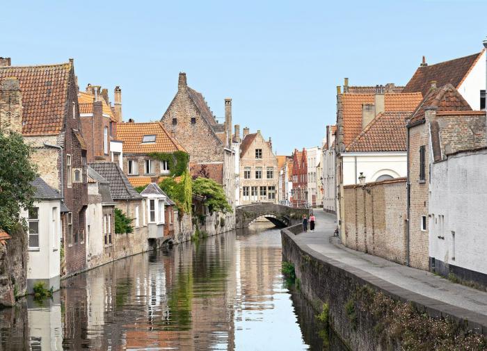 Бельгия ограничит поездки туристов из-за COVID-19 и жары