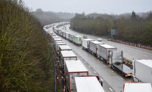 Коллапс из-за грузовиков заставил Францию открыть границу с Британией