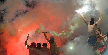 Разбушевавшиеся болельщики сломали ворота после финала Кубка Украины