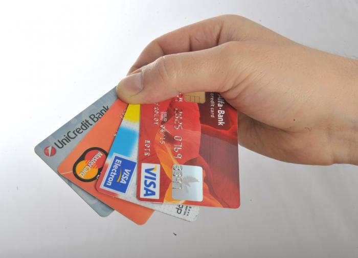 Банки стали реже выдавать россиянам кредитные карты