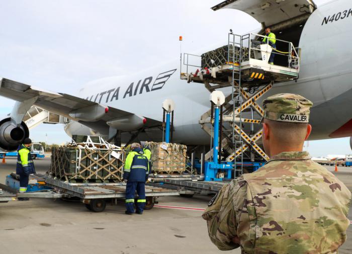"""Американцы прислали Киеву 86 тонн оружия """"для войны с Россией"""""""