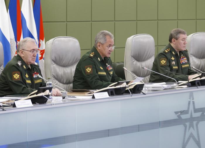 Шойгу обвинил Украину в желании начать войну с Россией