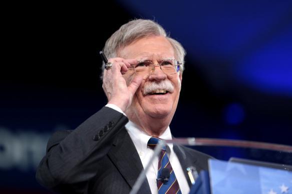 Болтон заявил о новых ограничениях против Кубы