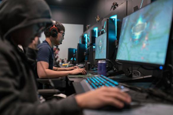 Школьники и студенты пристрастились к компьютерным играм на удаленке
