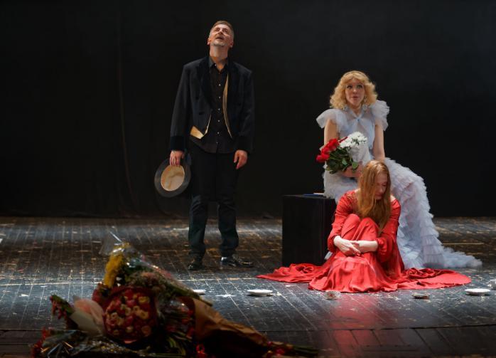 """В МХАТе премьера — """"Алиса без Кэрролла"""""""