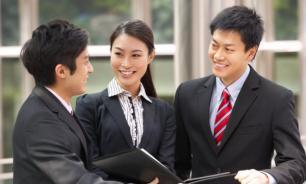 В Японии женщинам запретили носить очки на работе