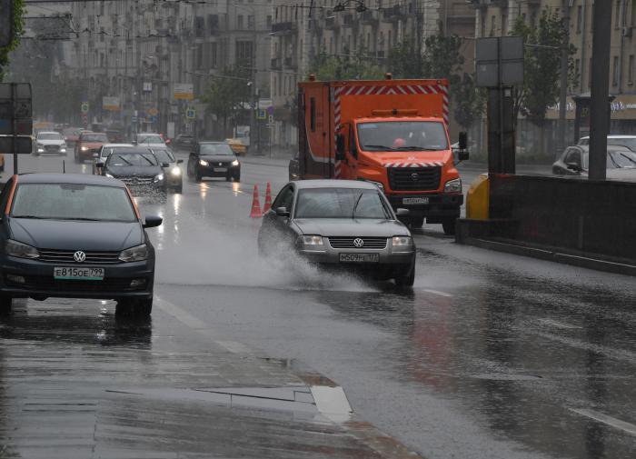Ошибки новичка на дороге во время дождя