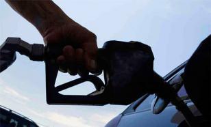 """""""Если бы доллар стоил 35-40 рублей, снизилась бы цена на бензин"""" - эксперт"""