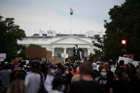 Протесты в США привели к переименованию площади перед Белым домом