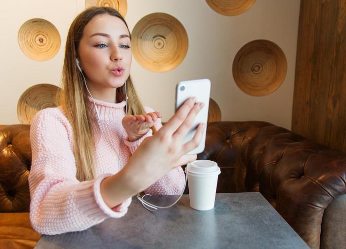 Женщины устают от видеозвонков больше, чем мужчины