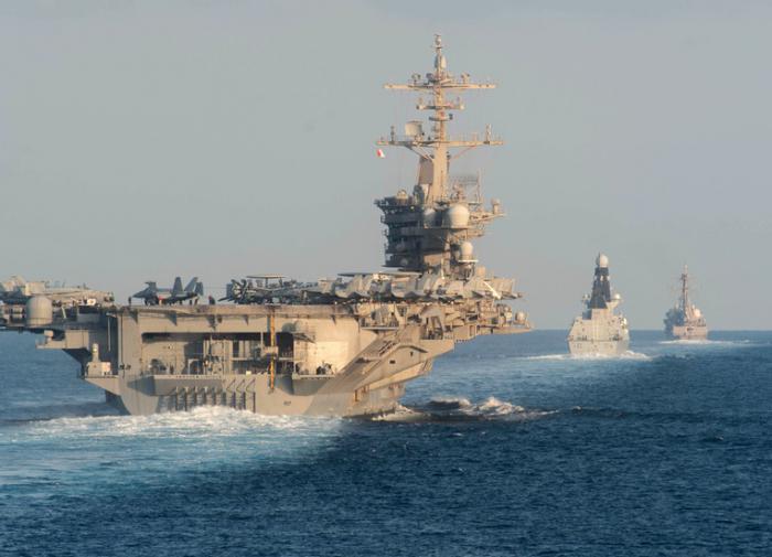 Корабль береговой охраны США пострелял у берегов Ирана