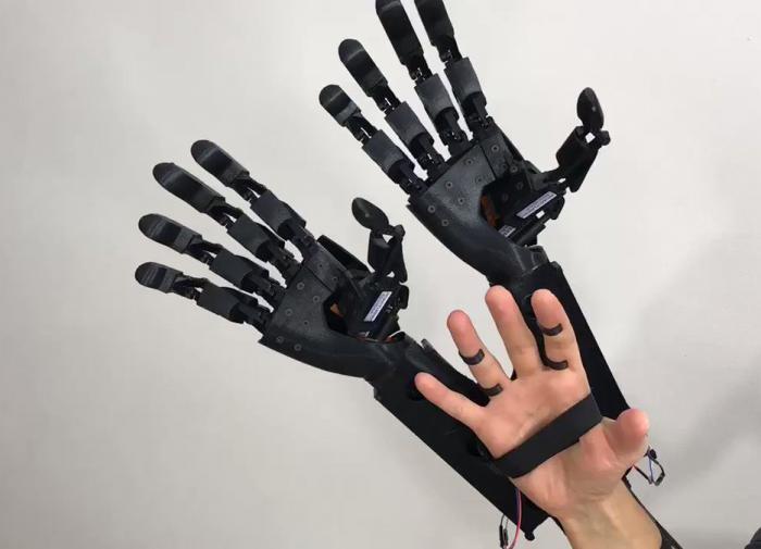 В Японии создали роботизированную женскую руку для одиноких мужчин
