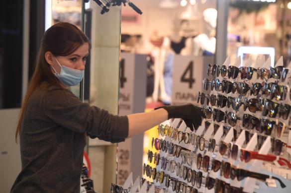 В Петербурге возобновляют работу магазины одежды и автосалоны