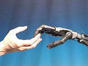 У робота-хирурга рука не дрогнет...