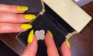 Манукян подарил Бузовой кольцо с бриллиантами