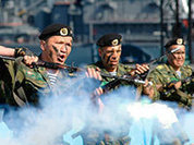 Армию настойчиво сгоняют с табуреток