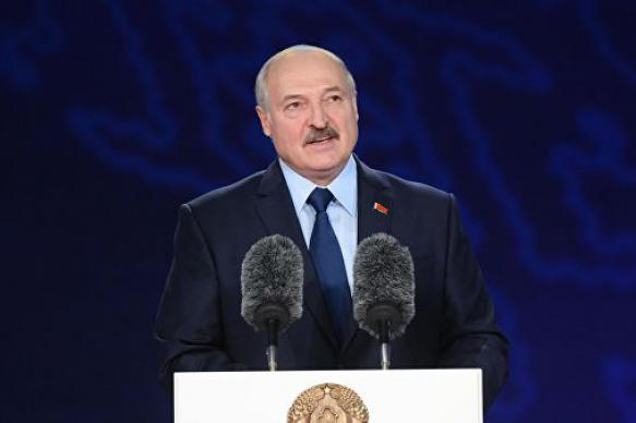 """Лукашенко посоветовал """"повыкидывать"""" всю импортную косметику"""