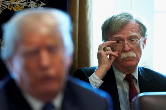 WP: помощник Трампа подталкивает его к военному вторжению в Венесуэлу