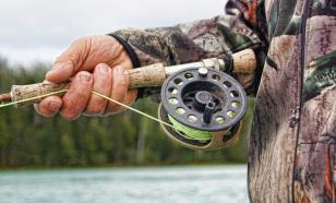Полицейские уговорили рыбака поймать лосося и завели на него дело