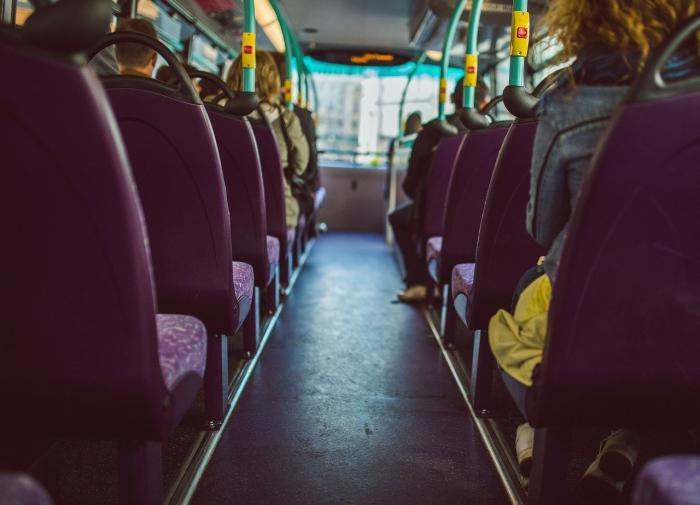 Пассажира автобуса без маски избили после критики Путина