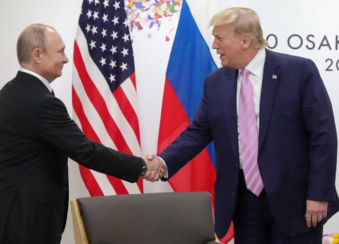 """Секретные материалы: зачем британцы вспомнили про """"помощь Путина Трампу"""""""