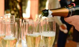 Врачи: даже один бокал шампанского наносит вред организму