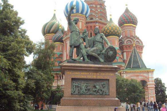 Памятник Минину и Пожарскому демонтируют для реставрации