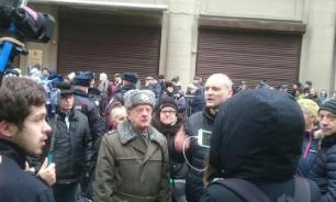 Возле администрации президента прошла акция протеста