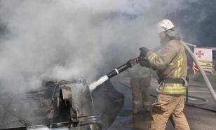 В ЯНАО спасатели тушат жилой двухэтажный дом