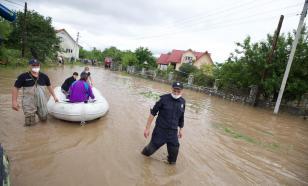 На Украине из-за проливных дождей затопило больницу с больными COVID-19