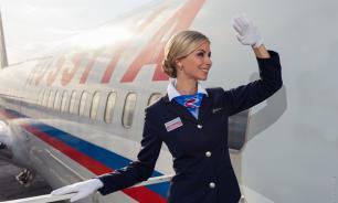 Зачем стюардессы здороваются с пассажирами?