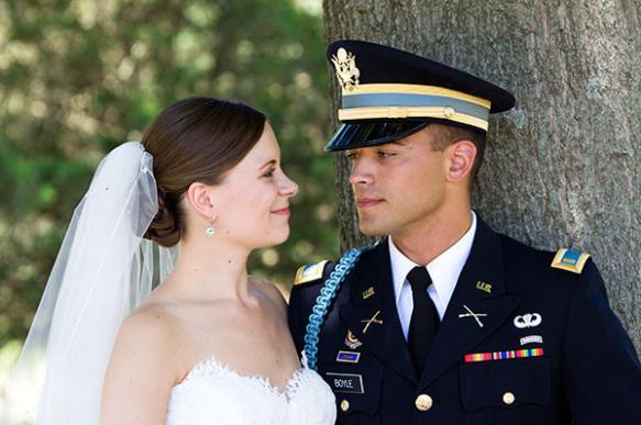 Как празднуют свадьбу военные в Америке