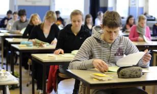 Итоговое сочинение в школах для 11-классников перенесли на 15 апреля
