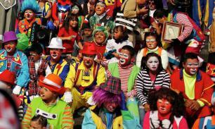 На карнавале в Рио задержали 150 клоунов-грабителей