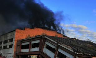 В Иркутской области горит завод по обработке древесины