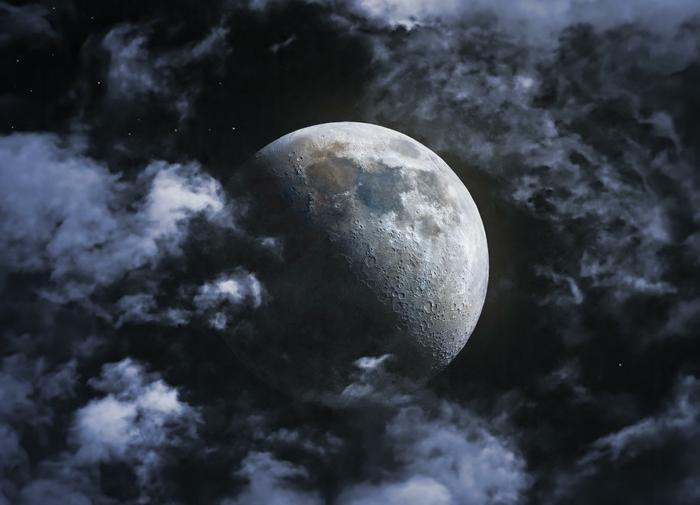 На Луне могут быть фрагменты древней Венеры