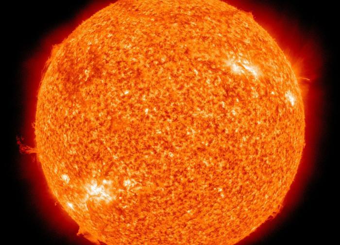 На обратной стороне Солнца обнаружили странное пятно