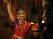 Индианки исполнили танец для Книги рекордов