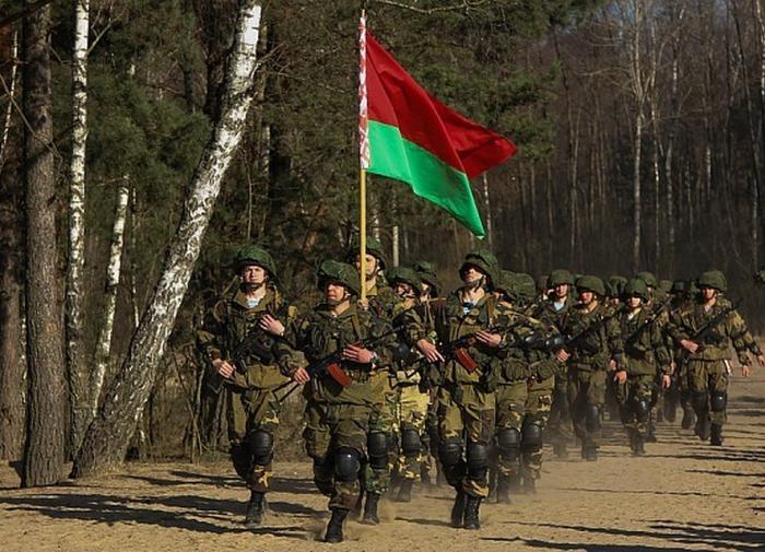 Военный эксперт Коротченко: в Польше формируют правительство Белоруссии