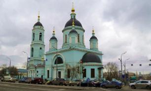 В РПЦ объяснили, зачем купола храмов покрывают золотом