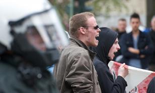 Украинские националисты снесли бюст маршала Жукова в Харькове