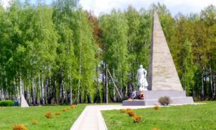 Под Орлом памятник советским воинам обнесли колючей проволокой