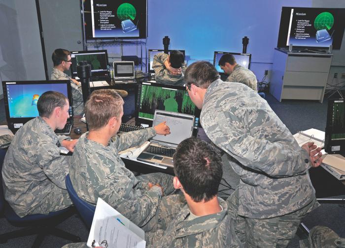 НАТО испытал в Эстонии новую тактику кибервойны против России