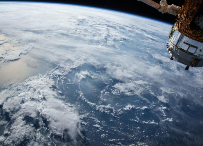 Илон Маск отправил на орбиту девушку без ноги