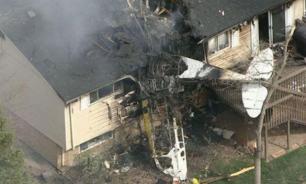 В США самолет врезался в жилой дом