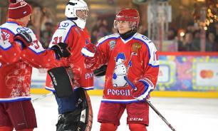 Президент сыграл в хоккей на Красной площади