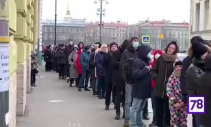 Полукилометровая очередь выстроилась в Кунсткамеру в Петербурге