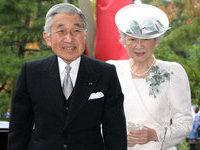 Император Японии посетил Фукусиму.