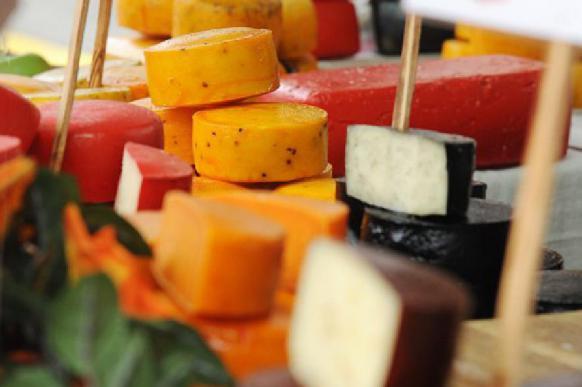 ВШЭ: Жители России отдают предпочтение импортным сырам