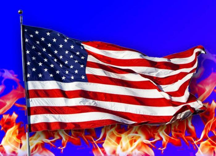 "Активисты BLM объявили американский флаг ""символом ненависти и расизма"""